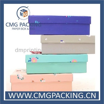 Fashionable paper gift box for clothing