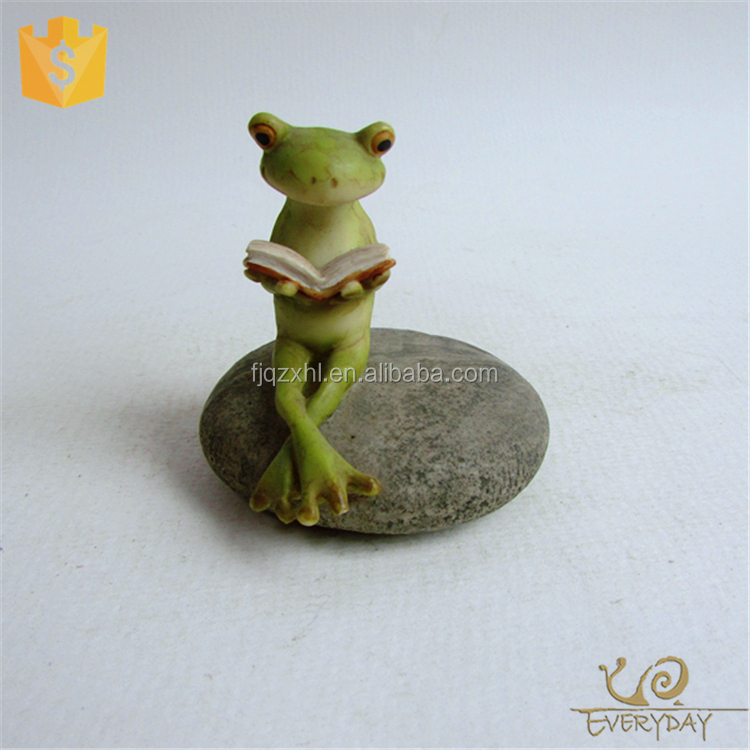 Resin crafts decorative realistic garden ornament, polyresin green frog figurines reading a book on the stone