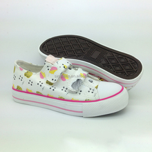 Latest girls canvas shoes vulcanized canvas shoes classic rubber sole