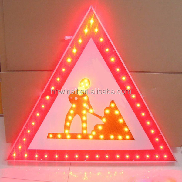 Road safety triangle warning sign for wholesale