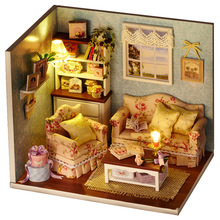 lastest design cute mini wooden DIY doll house with light kids gift toys for birthday
