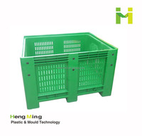 Plastic vegetable and fruit storage container pallet