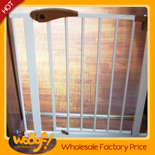Hot selling pet dog products high quality wooden retractable dog fence