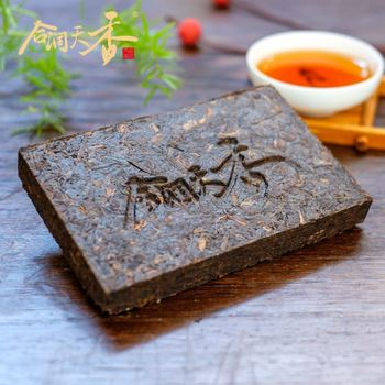 Menghai compressed fermented puerh brick tea from yunnan