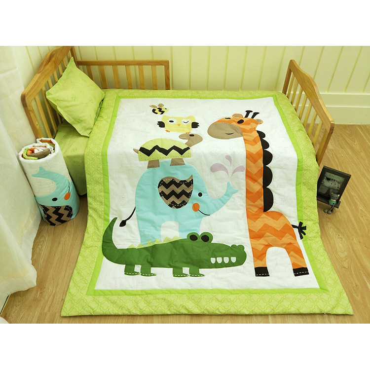 environmental-friendly printed giraffe cheep sewing 100% cotton twill fabric oem neutral kids bedding set