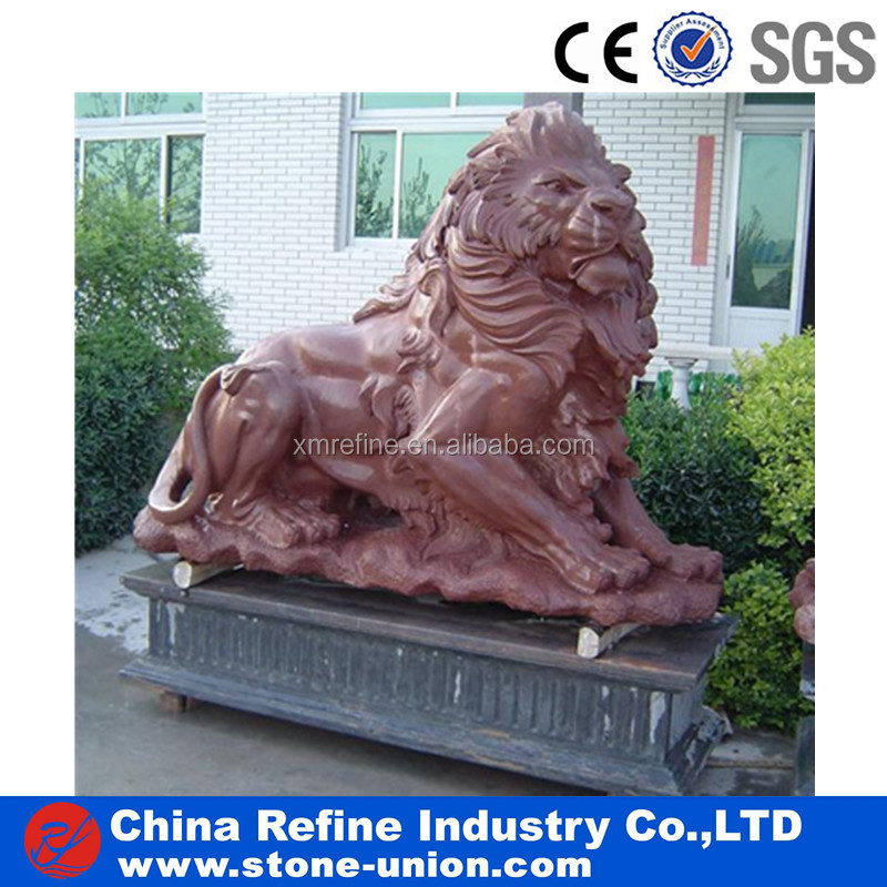 Grand lion marble statue