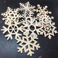Wooden handicraft, green wood snowflake hang, a Christmas decoration hanging, hollow snow, Christmas