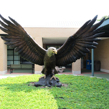 Large outdoor metal casting bronze eagle sculpture for garden decoration