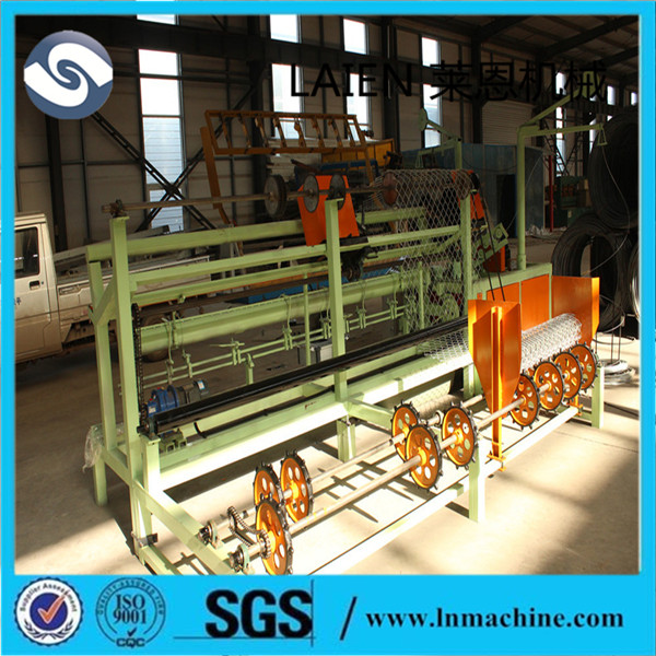 New design hot sale galvanized/pvc coated chain link fence/perimeter fence making machine with high quality