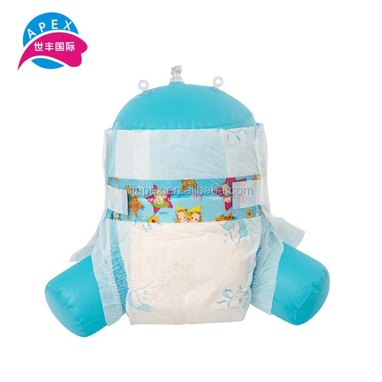 Confortable toute la journée sèche bébé utiliser un film PE feuille arrière couches jetables dans la balle