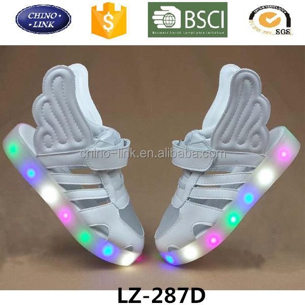 Cute child sandal shoe 2016 China factory wholesle led flash shoes kids with wings many color can be chose