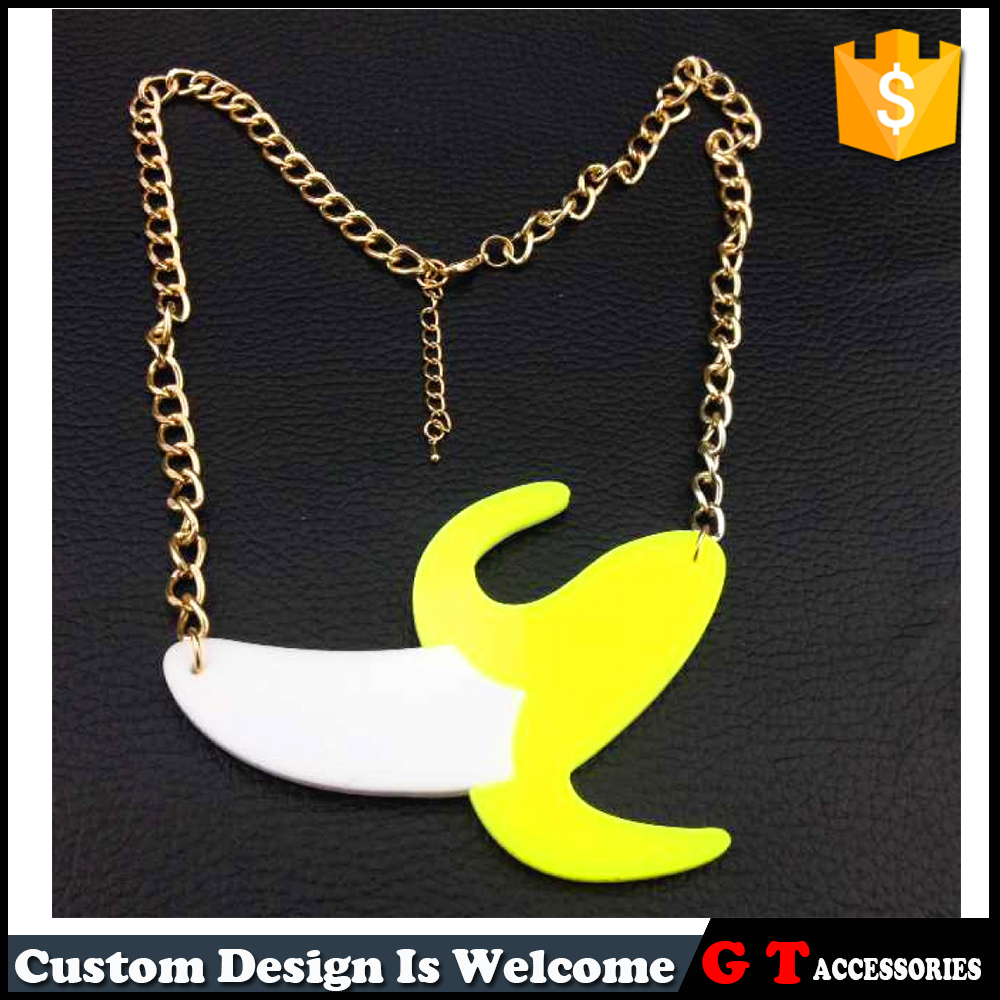 Fashion Peeled Banana Shaped Pendant Acrylic Neckalce With Gold Alloy Chain Choker Jewelry For Party Woman