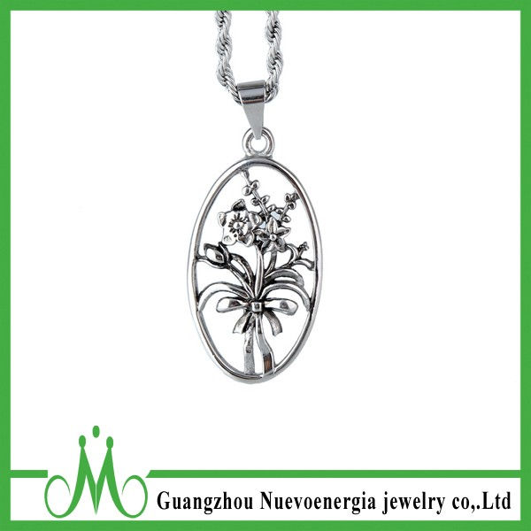 Stainless Steel Jewelry Silver Engrave Flower Shaped Pendant Oval Charm Necklace for Women