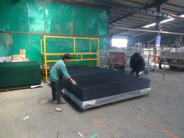 Packing (Wire Mesh Fence)