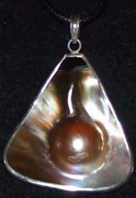 Mabe Pearl / Mother of pearl pendant