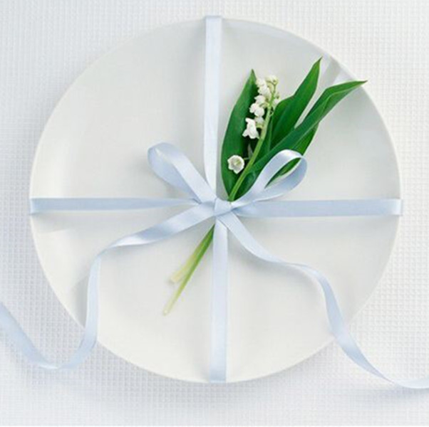 hall event restaurant wedding white round ceramic dinner plates