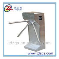 Manual vertical tripod turnstile for station entrance and exit