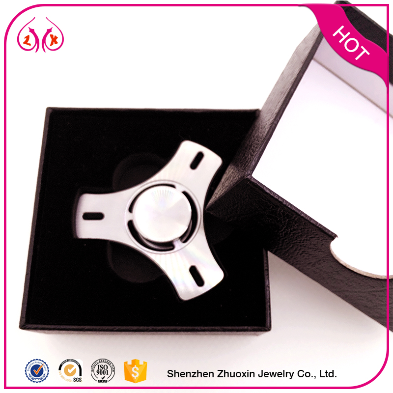2017 hot sale white hand spinner for playing