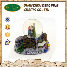 Wholesale custom polyresin PIAZZA ERBE souvenir glass snowball