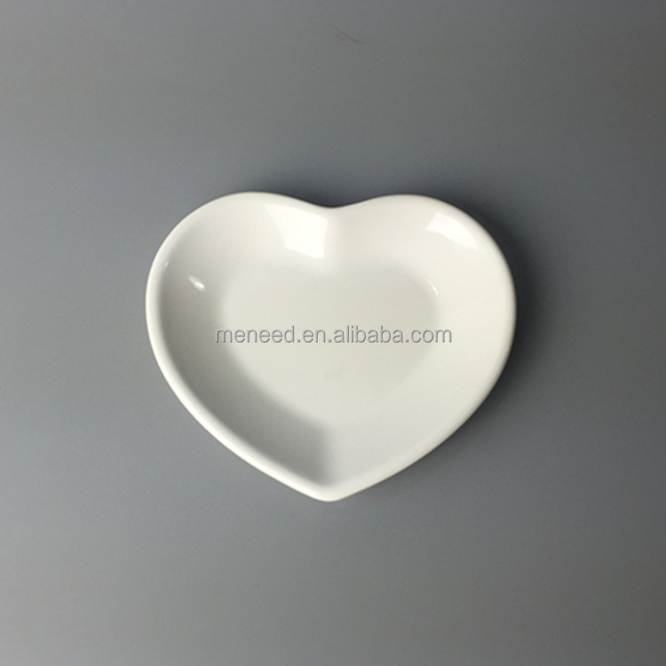Melamine Resuable white heart shape dinner plate for wedding, premium plastic plates