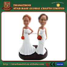 Custom made giveaways designs wholesales decorative resin lesbian wedding cake toppers