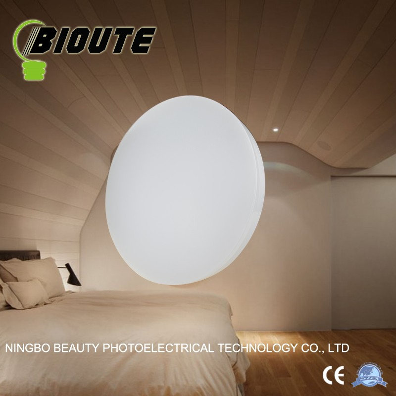 Cost effective surface mounted roof lamp