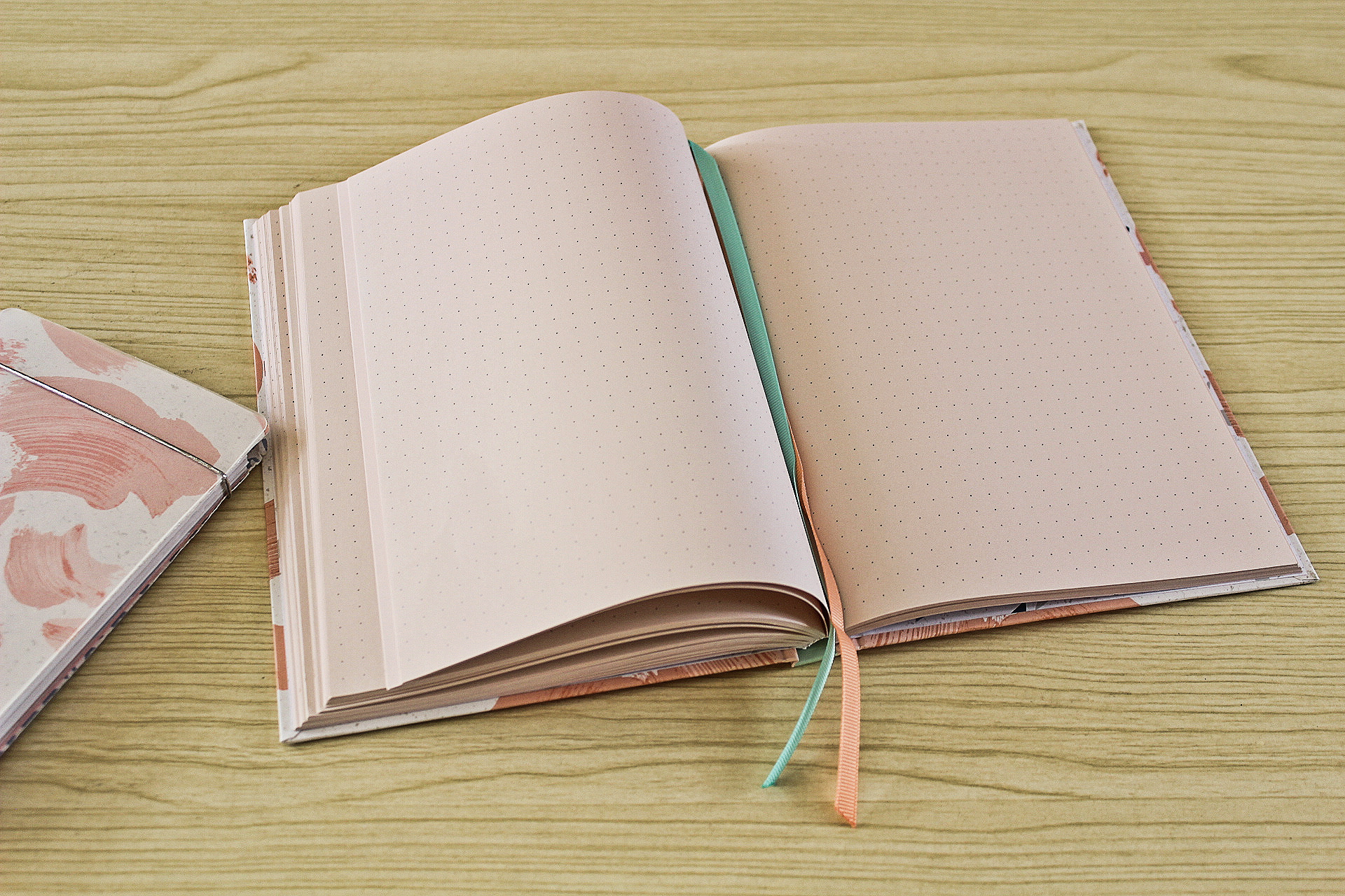 Hot Selling OEM A4 A5 A6 Dotted Journal Notebook with Hard Cover Diary Notebook for Gift and Promotion