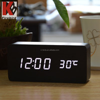 Hot sale energy saving digial type white led display glow in dark clock