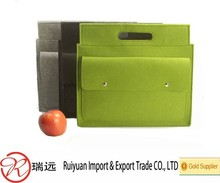 High quality very practical felt document bag with a handle