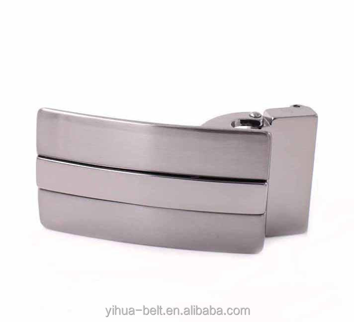 Adjustable belt buckle in zinc alloy material with teeth for man