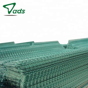 Cheap OEM posts used galvanized metal curvy welded wire fence