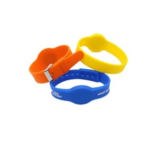 Cheap Factory Wholesale Various waterproof rfid adjustable silicone wristband Manufacturer in China