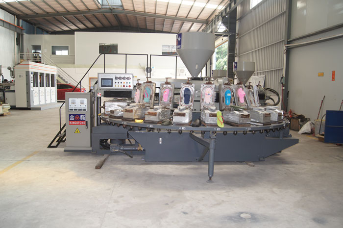 Rotary Injection Moulding Machine for Making Slippers in PVC Material