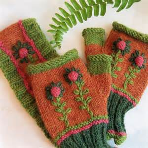 Embroidered Christmas pattern Fingerless Mittens