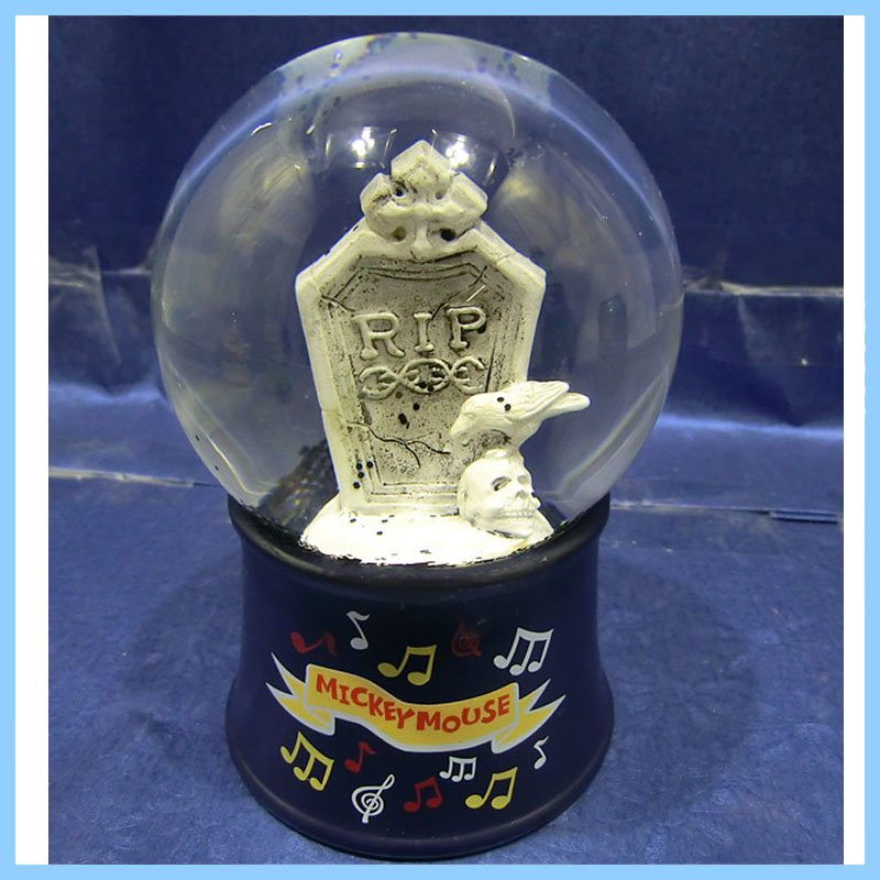 High Quality Polyresin White crows and tombstones Snow/Water Globe For Home Decoration