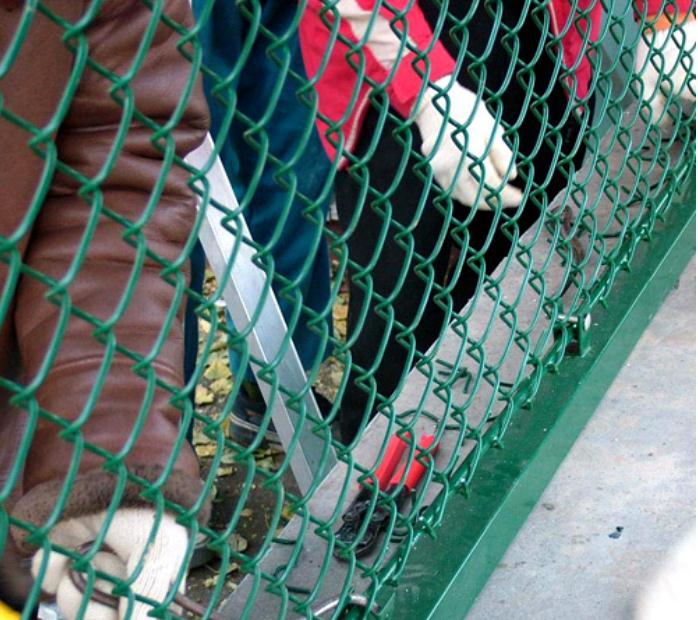 5 foot Plastic/Galvanized Outdoor Used Chain Link Fence with Feet for Sale(Factory Made)