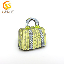 Wholesale metal funny wallet lapel pin badge purse with black plated soft enamel lapel pin with rubber clutch