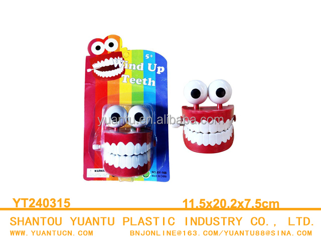 plastic wind up jumping teeth toy set