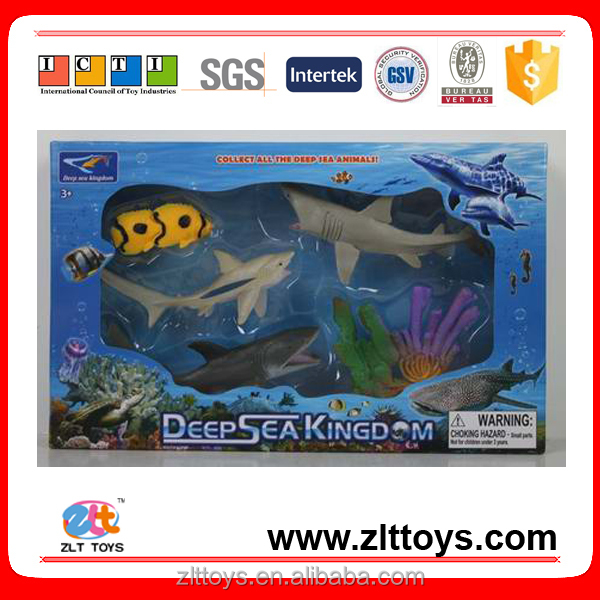 Moving deep sea fish toys plastic underwater toys