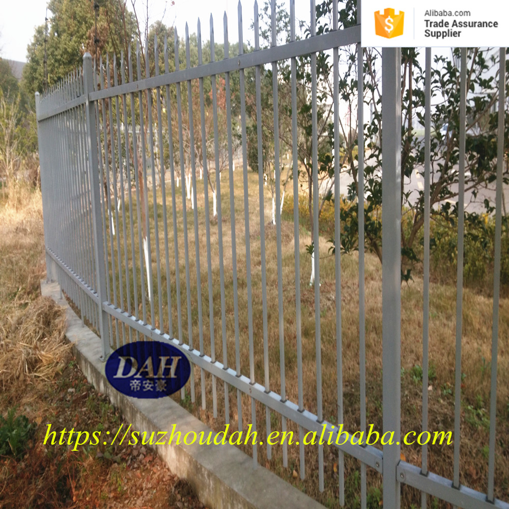 Decorative portable spear top security galvanized steel fence
