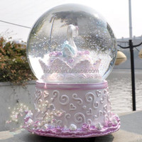 Wedding souvenir swan snow ball water globe