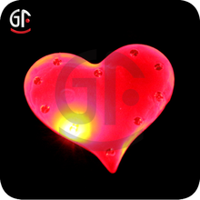 2015 New Items Arts And Craft Durable Flashing Heart Badge