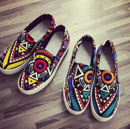 Latest fashion casual footwear design comfort personlized women shoes with scrawl print canvas ladies flat beautiful shoes