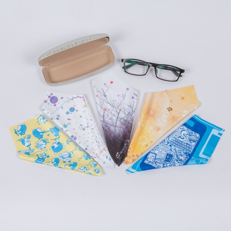 oem keychain microfiber glasses cleaning cloth with small bag