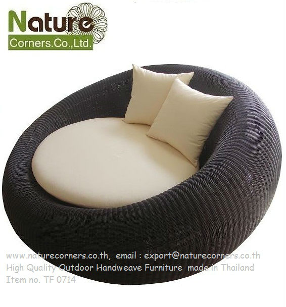 Fama Living furthermore Tips Choose Perfect Sleeper Chair likewise 2016 Pull Out Chair Sofa Great Investment Small Spaces further 2016 Leather Sofa Beds Stunning Functional Homes in addition Chair Types Formal Living Room. on love chair sofa elegant homes functionality