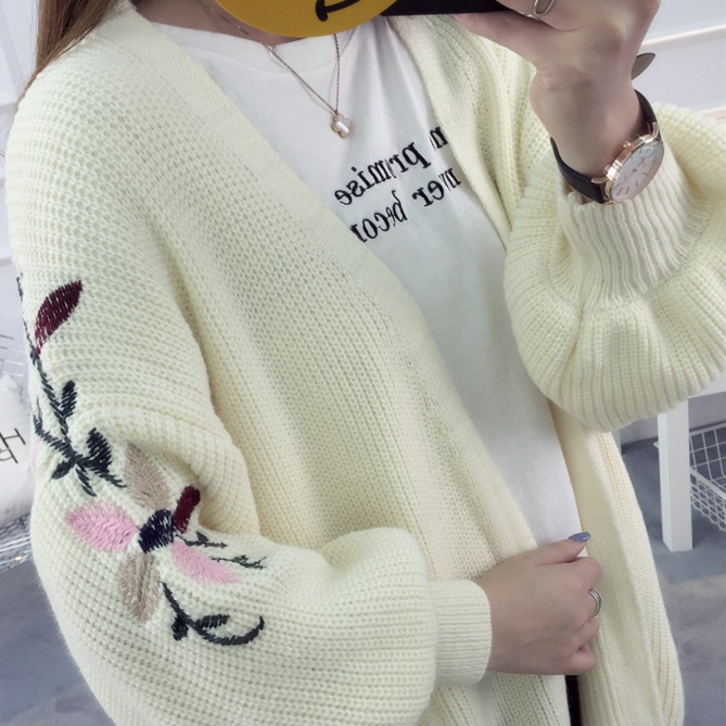 2017New fashion embroidery loose knit cardigan