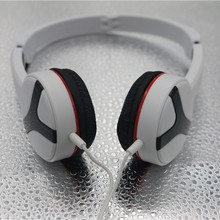 Black and White Fashion Handiness Neckband Sport Earphones