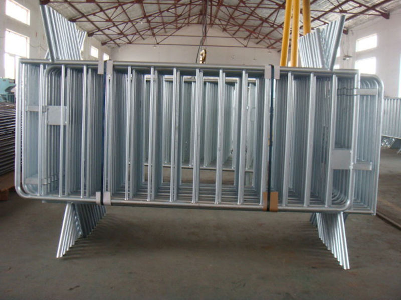 "1.5""(38mmOD) frame pipe 1.1m highx2.15m wide hot dipped galvanized steel metal traffic safety and crowd control barrier"