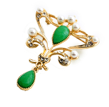 Women High end costume jewelry green jade pearl gold brooches bulk wholesale cheap costume brooches