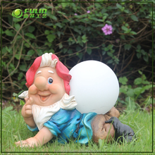 High quality resin craft gnome statue with solar light for home and garden
